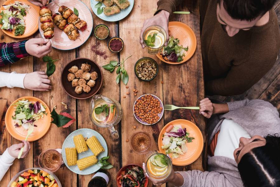 Что приготовить на будничный и праздничный ужин: закуски, горячее, десерт