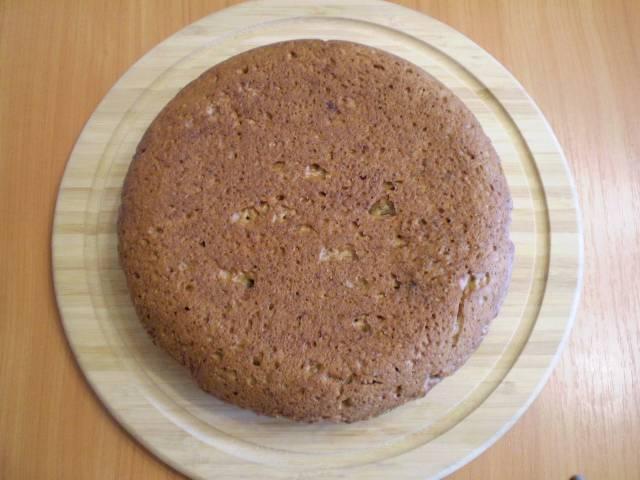 9. Готовый бисквит выбрать из формы. Остудить.