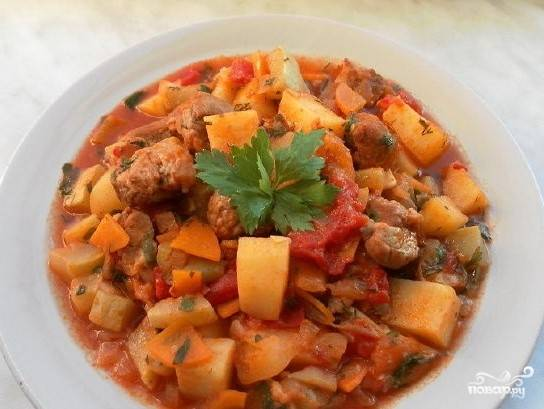 Овощное рагу со свининой и кабачками