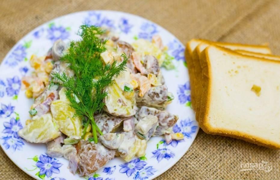 Салат из ветчины и кукурузы