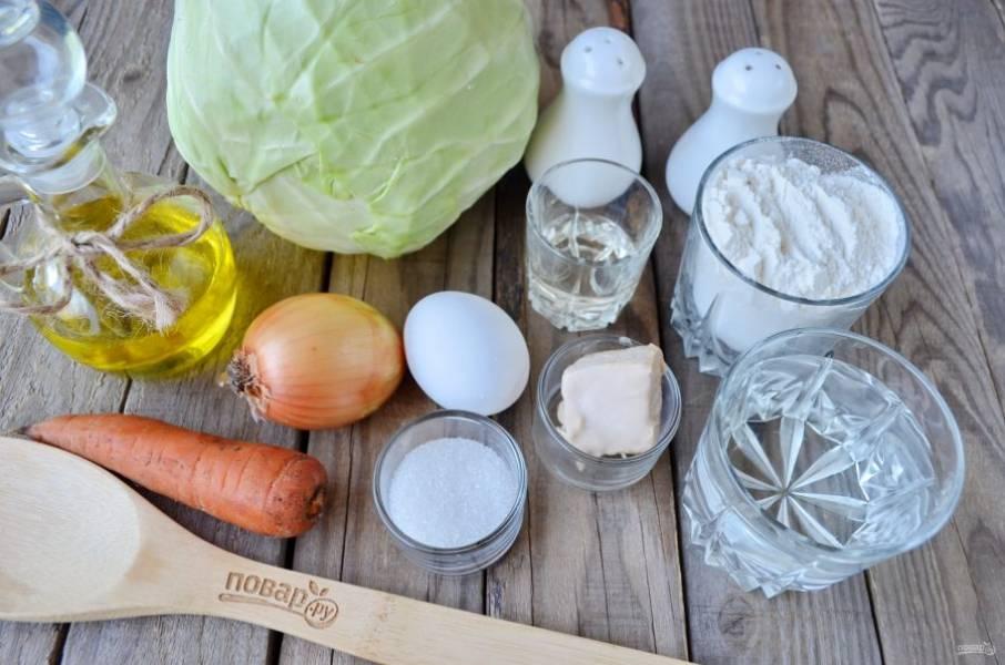 """Подготовьте все ингредиенты согласно списку. Первой нужно сделать начинку, потому как тесто у нас """"скорое""""."""