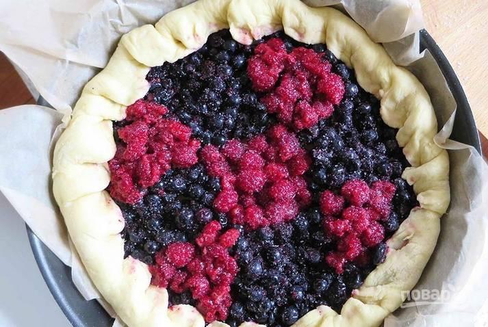 Дрожжевое тесто с ягодами - пошаговый рецепт