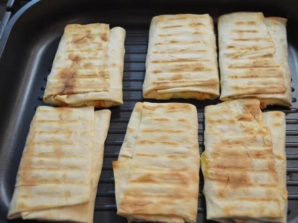 Конвертики из лаваша с курицей - пошаговый рецепт