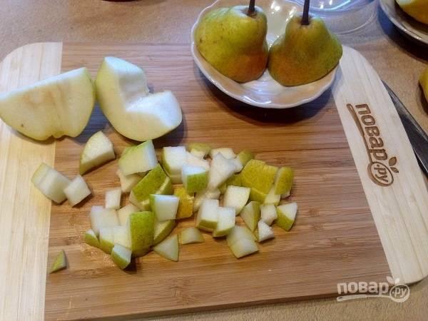 Крамбл с грушами, фундуком и шоколадом - пошаговый рецепт