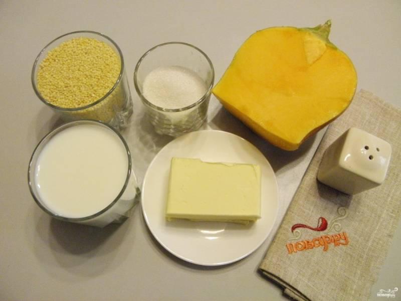 Подготовьте продукты. Вымойте тщательно пшено, обдайте его кипятком, воду слейте. Эта процедура позволяет получить сладкую и вкусную кашу без горечи.