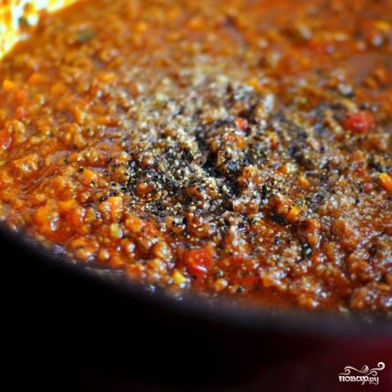 10. В конце готовки добавьте соль, перец, перемешайте.