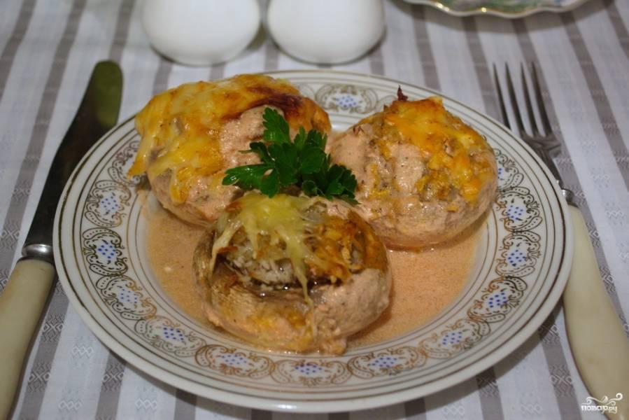 Запеченные грибы с фаршем в духовке