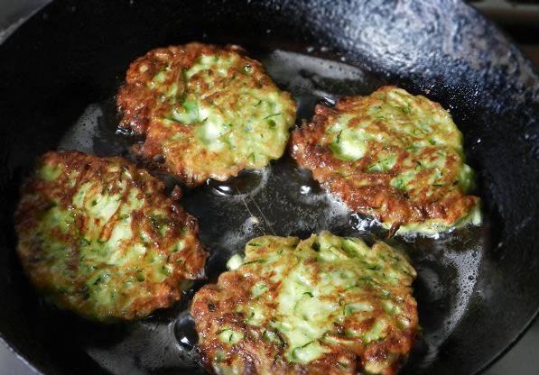 Oладьи из кабачков с фаршем - пошаговый рецепт
