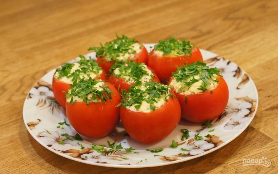 Томаты с сыром и зеленью