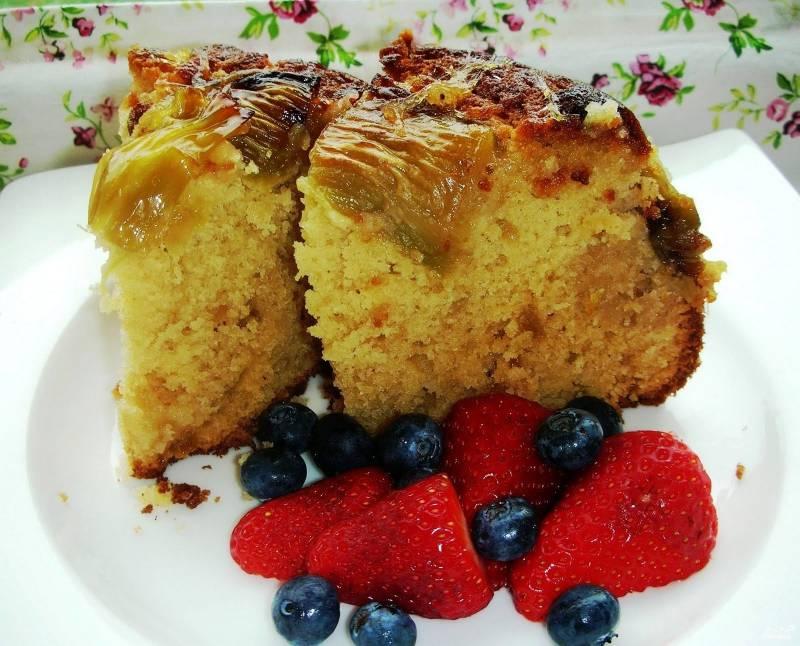 Имбирный пирог с ревенем