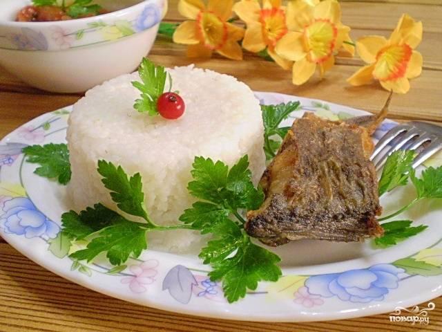 Жареная рыба с рисом