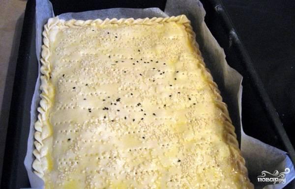 Пирог с красной рыбой из слоеного теста - пошаговый рецепт