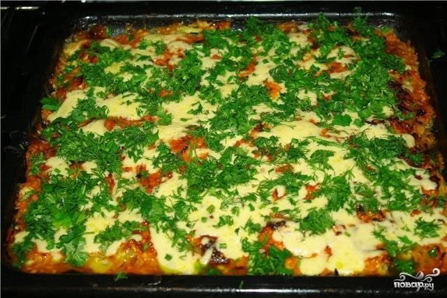 Вынуть треску с картошкой из духовки и посыпать зеленым луком и укропом. Готово! Приятного аппетита!