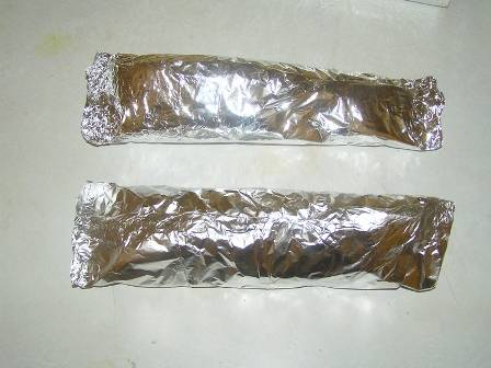 Плотно упаковываем рыбку, чтобы в процессе запекания сок не вытекал.