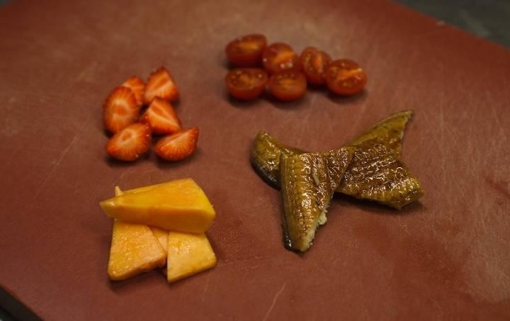 Салат с копченым угрем - пошаговый рецепт с фото на