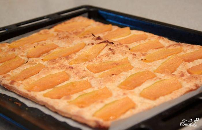 Через 15 минут ваш пирог должен выглядеть приблизительно так.