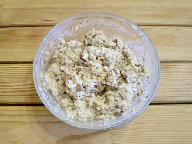 6. Перемешиваем. Тесто для печенья готово. Оно липкое и вязкое, но течь не должно.