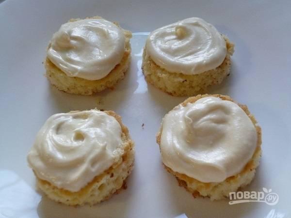 Бисквитные пирожные с кремом - пошаговый рецепт