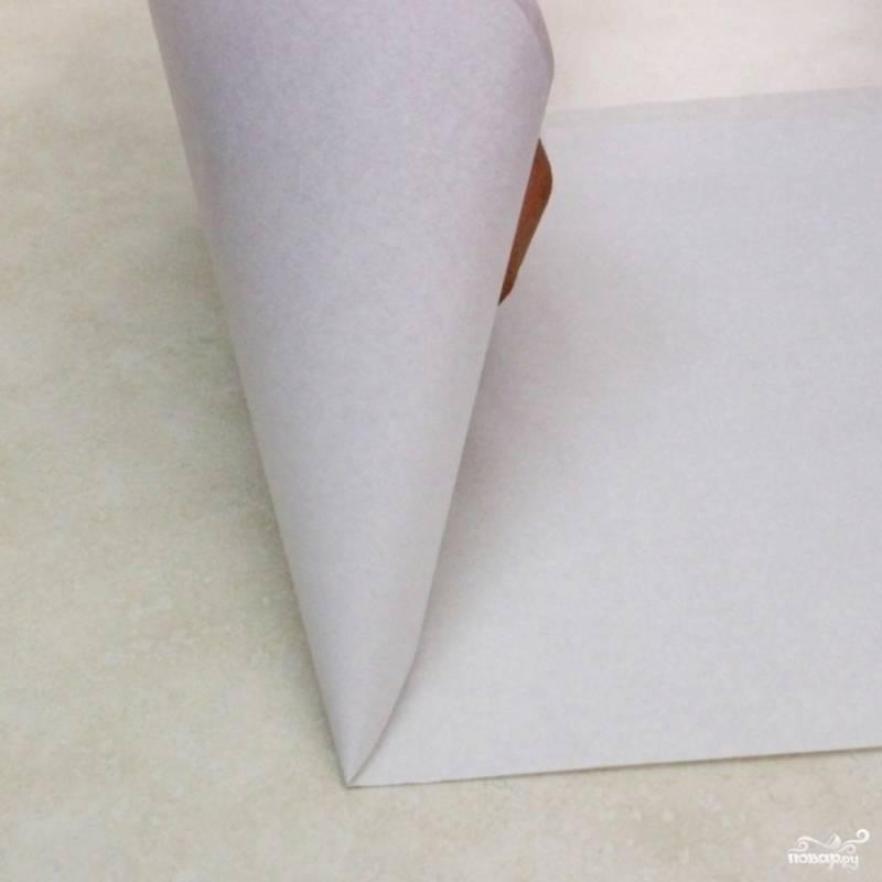 17. Из бумаги (обычной или пергаментной) сделайте воронку. Выложите в нее глазурь.