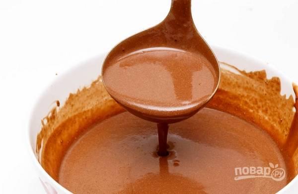 5. Тесто готово. Теперь как следует разогрейте сковороду и выливайте тесто небольшими порциями, чтобы получились тонкие блинчики.