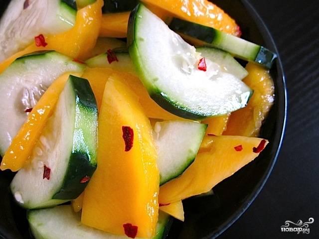 Салат с манго