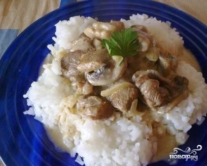 Подаем с любым гарниром, вкуснее всего с рисом :)