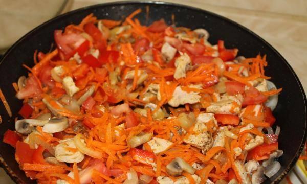 Кабачки, фаршированные курицей и грибами - пошаговый рецепт