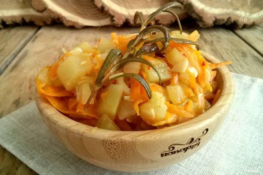 Кабачки тушенные с морковью и луком