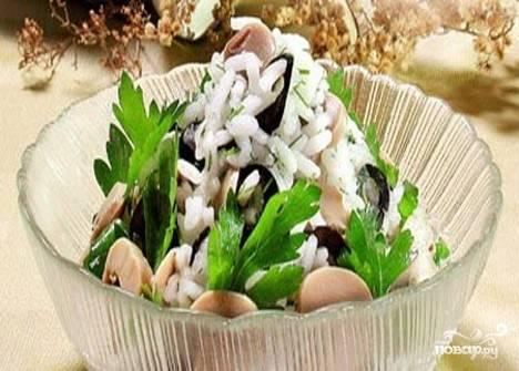 Салат с маринованными маслятами
