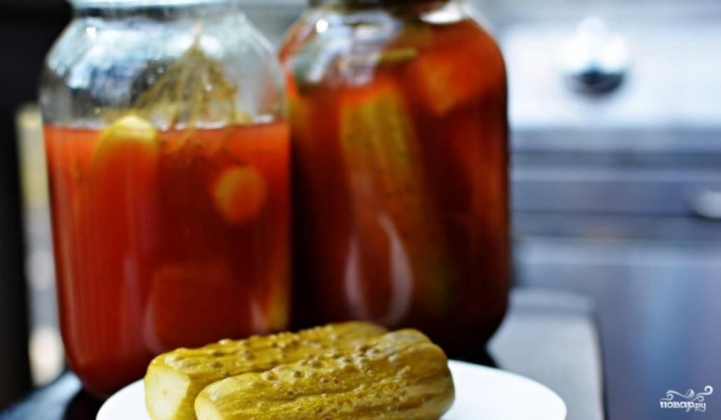 Консервированные огурчики с кетчупом в прохладном месте могут храниться до года. Желаю приятного аппетита!