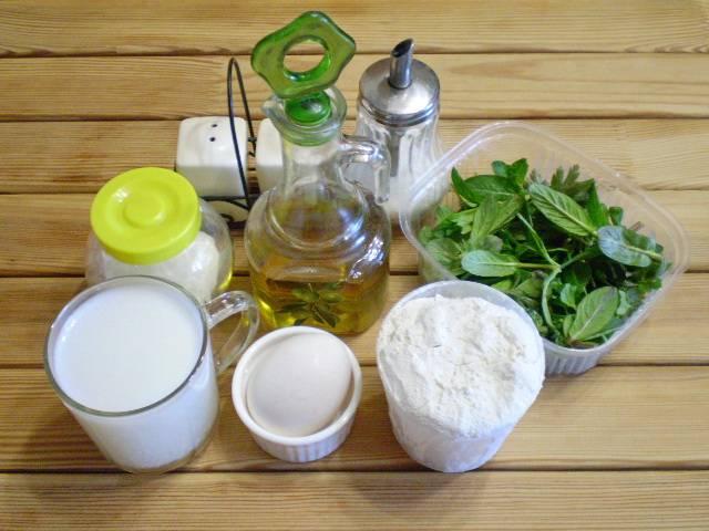 1. Приготовим продукты. В качестве зелени у меня шпинат, мята и петрушка. Набор зелени можно менять по своему вкусу.