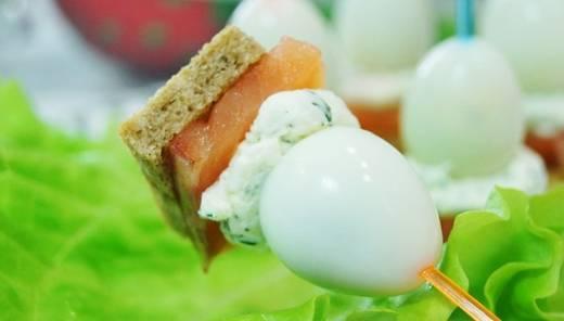 Канапе с перепелиными яйцами - пошаговый рецепт