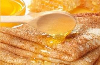 Блины полейте медом. Приятного аппетита!