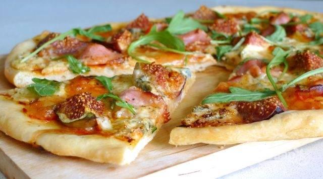 Пицца из пирожкового теста в духовке - пошаговый рецепт