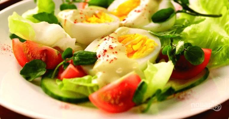 Салат с вареными яйцами