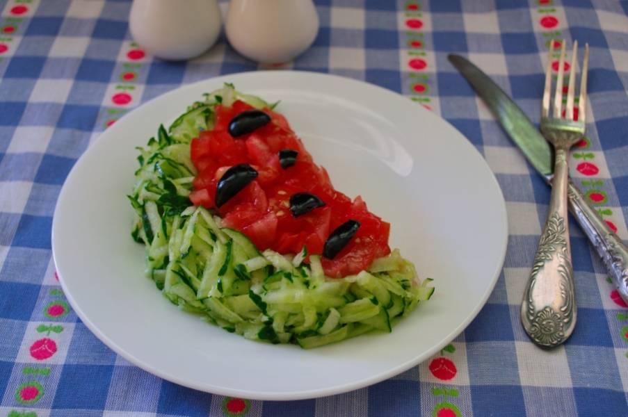 6. Подайте салат к столу. Салат вкусный и нарядный. Приятного аппетита! Подавать салат нужно остывшим.