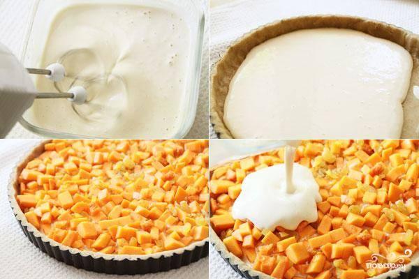 Два яйца и оставшийся белок взбиваем миксером. Затем добавляем сахар и взбиваем еще пару минут. Наконец, добавляем в смесь творог и аккуратненько его растираем. Выкладываем на тесто тыквенную начинку и яично-творожную смесь.