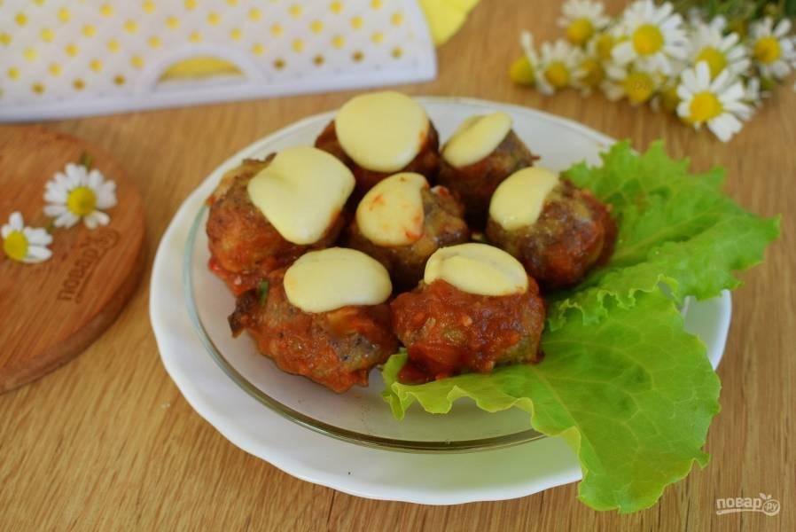 Фрикадельки под томатно-сырным соусом