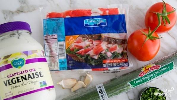 Крабовый салат с помидорами и огурцами - пошаговый рецепт