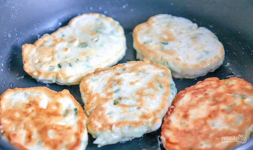 Закусочные оладьи с зеленым луком и яйцом - пошаговый рецепт с фото на