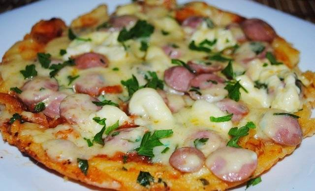 Вот так легко и просто мы приготовили вкуснейшую пиццу. Приятного всем аппетита!