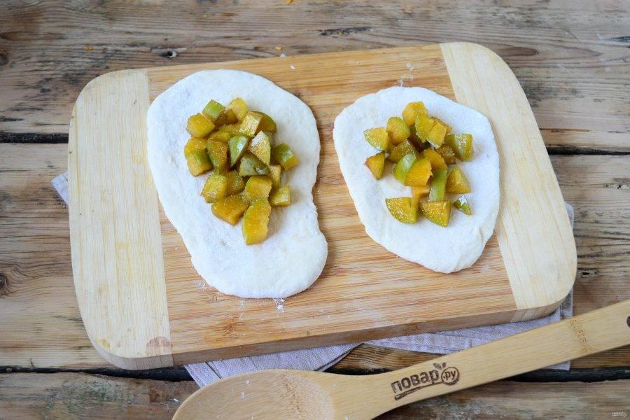 Пирожки со сливой на сковороде - пошаговый рецепт с фото на