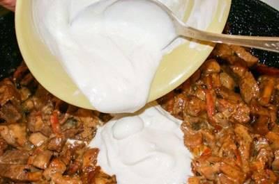 Говядина с грибами и сметаной - пошаговый рецепт