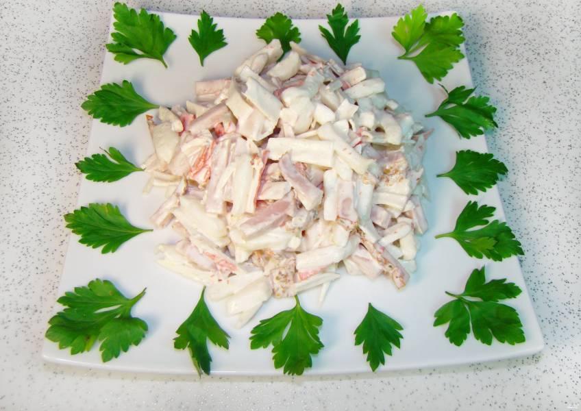 Салат из кальмаров с ветчиной