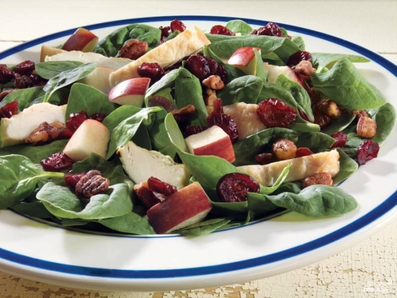 Клюквенный салат со шпинатом