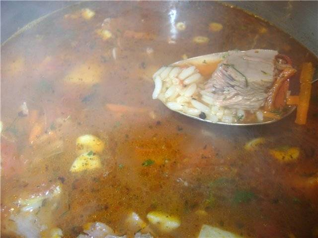 Варим харчо по-домашнему до готовности риса. Подавать можно с пылу с жару. Приятного аппетита!