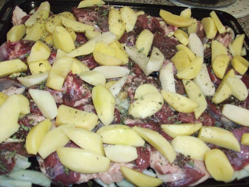 Баранина с картофелем в духовке - пошаговый рецепт