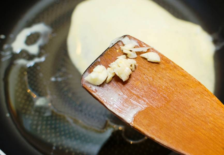 Сливочно-чесночный соус с грибами - пошаговый рецепт