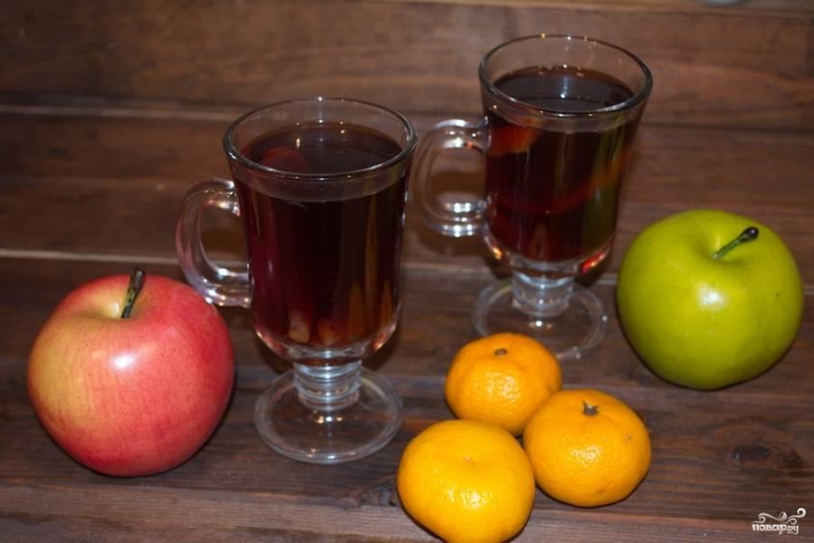 Подаем глинтвейн горячим к столу. Пить нужно, как чай, но не забывать, что напиток алкогольный. Всему нужно знать меру.
