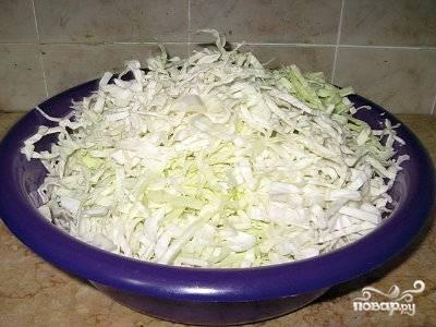 Мелко порезать капусту.